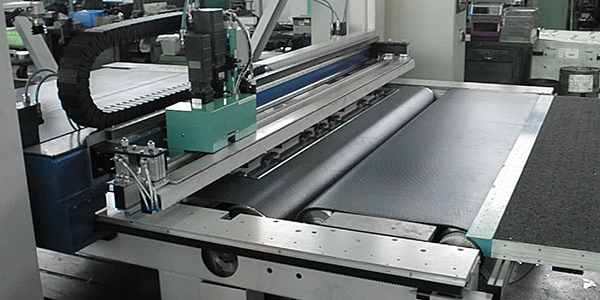 Double table cutting machines